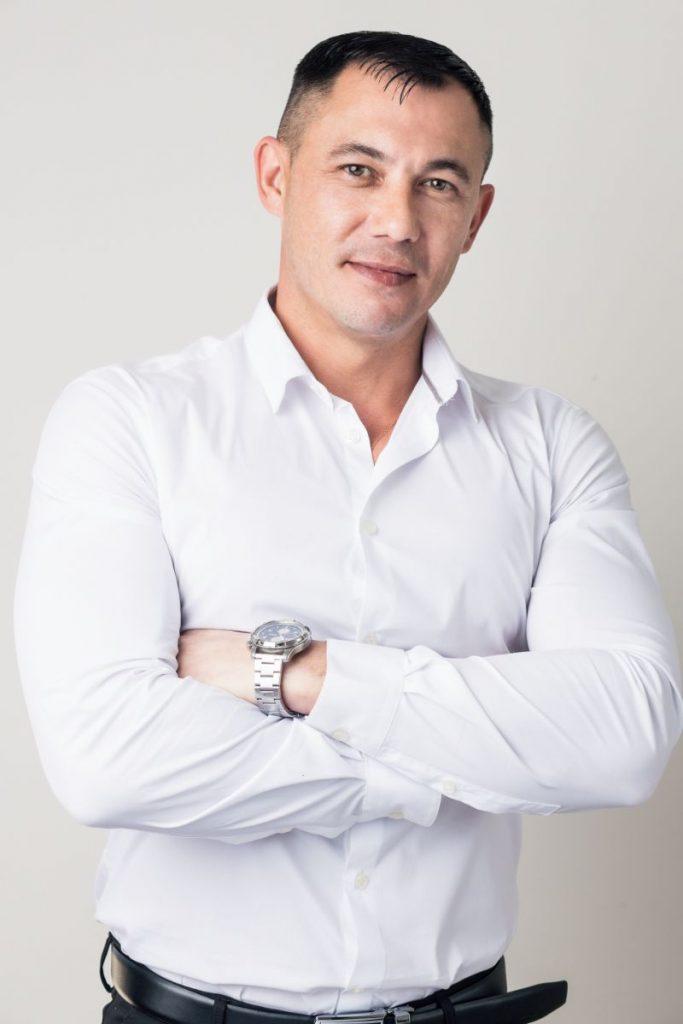 אלכסנדר אויסטרך