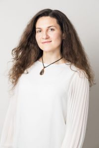 אקויליה זאידינר - מדריכה ליוגה במרכז גמילה פניקס